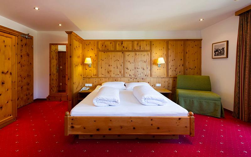 Sweetheart & stone pine room